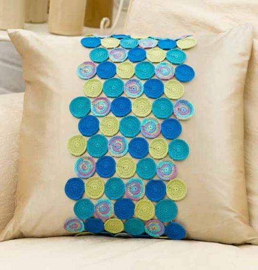 circling-accent-pillow-free-crochet-pattern